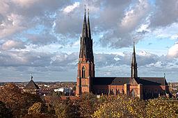 256px-Uppsala_domkyrka_i_oktober_2011