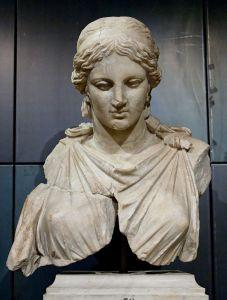 640px-Artemis_Kephisodotos_Musei_Capitolini_MC1123