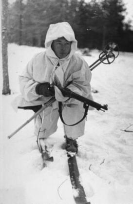 Finnish+soldier+carrying+rifle+and+standing+on+skis