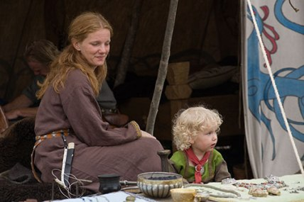 viking-mother-and-child