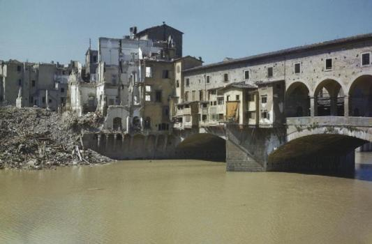 Scenes_in_Florence,_Italy,_14_August_1944_TR2286