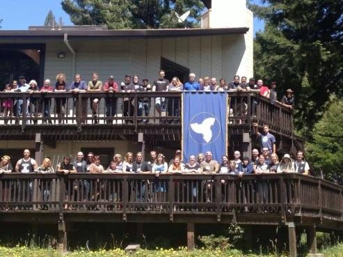 Midsummer-in-the-Sierras-crowd