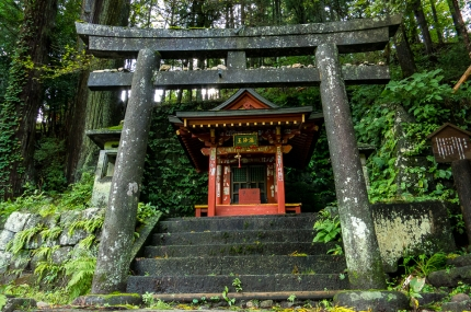 roadside-shinto-shrine-Nikko