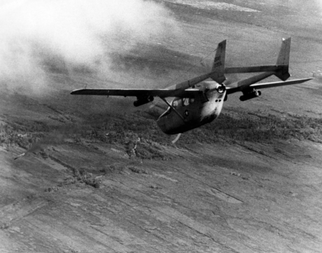 O-2A_fires_smoke_rocket_in_Vietnam