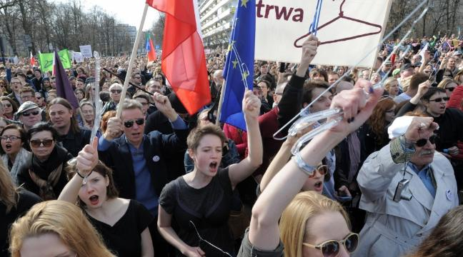 thousands-protested-in-poland-against-tightening-of-the-countrys-abortion-law-136404980388403901-160403205134