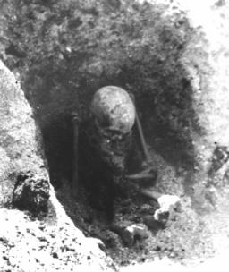 sitting-grave-viking-1