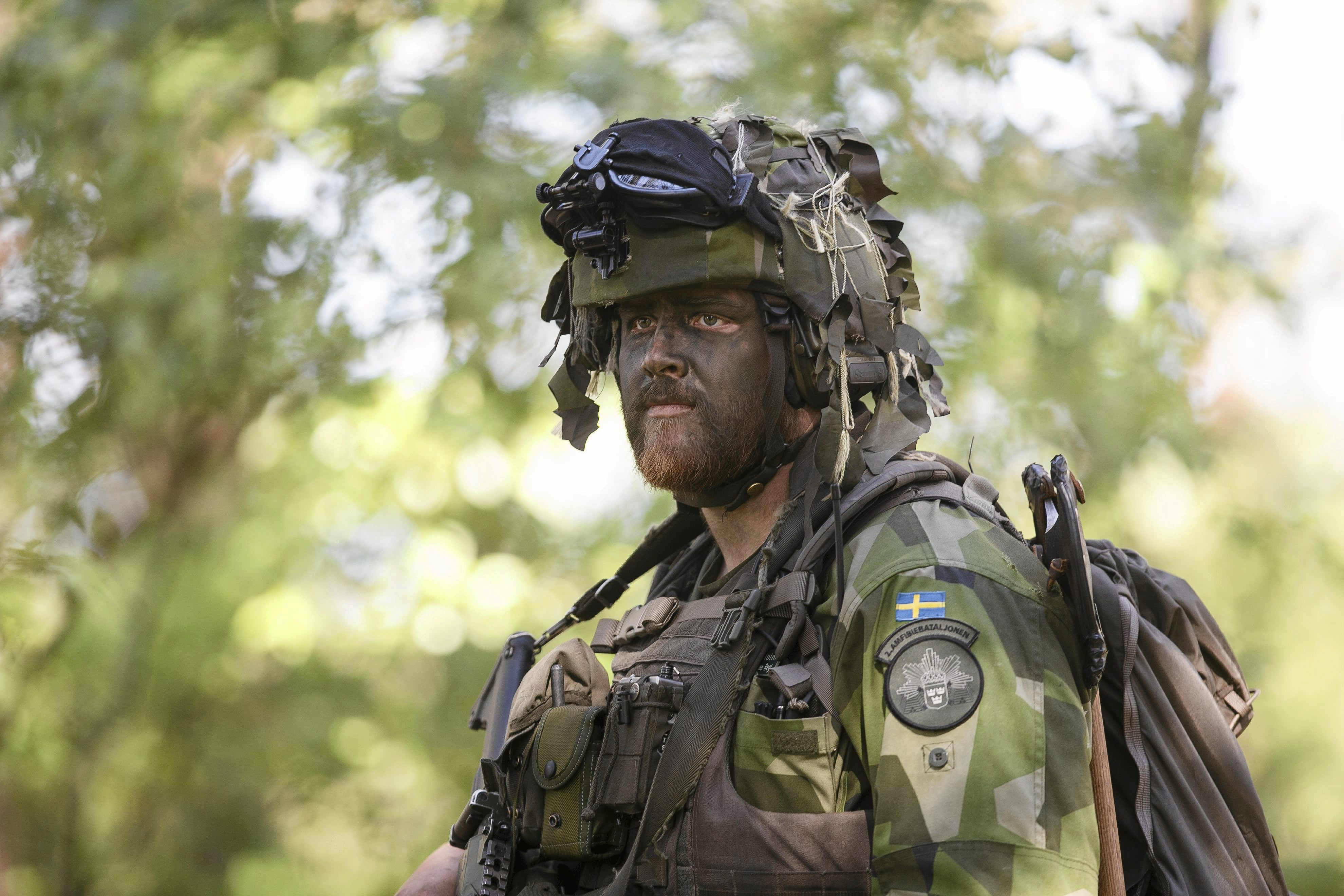 swedish-soldier-supporting-nato-exercise-poland